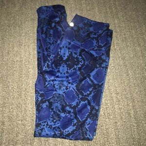 Pants - Lululemon Size 2 Blue pattern leggings